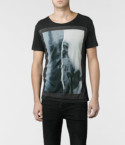 Statue Cut Collar Crew T-shirt