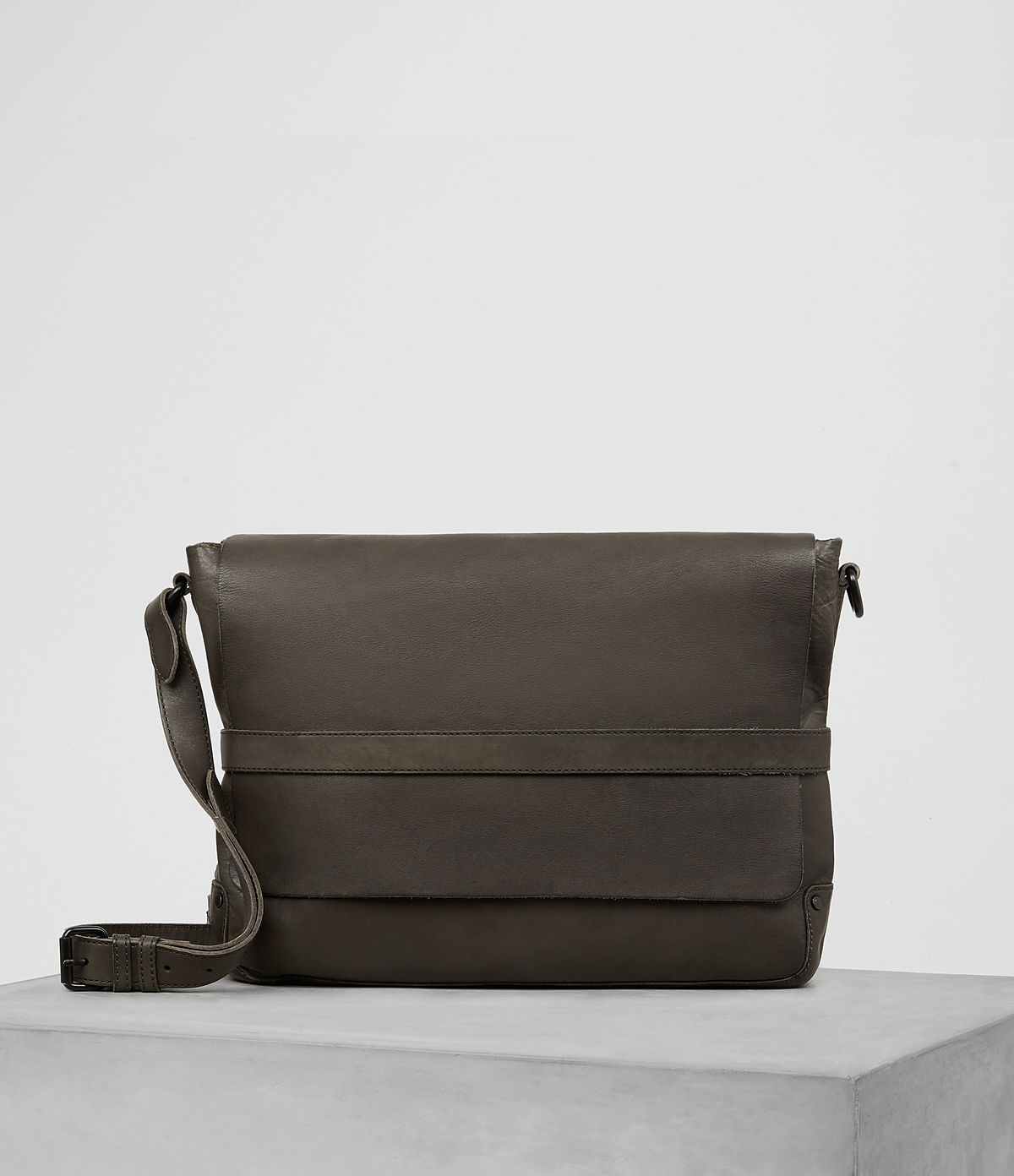 storm-leather-messenger-bag