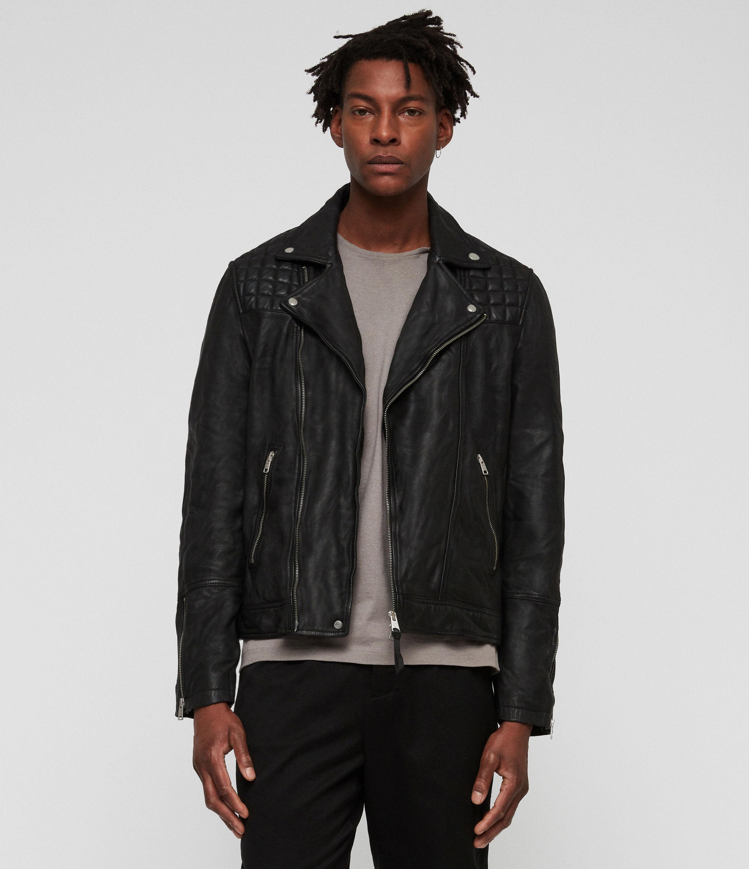 Artikel klicken und genauer betrachten! - Fans unserer Biker-Styles werden die Taro Lederjacke lieben. Sie hat das gleiche, geschmeidige Finish unserer klassischen Lederjacken, whrend das gesteppte Detail fr das gewisse Etwas sorgt.      Schmaler Schnitt.  Unser Model ist 6'2/188cm gro und trgt Gre Medium.           Mittelschweres Leder.  100% Lammleder.  Nur Trockenreinigung.   im Online Shop kaufen