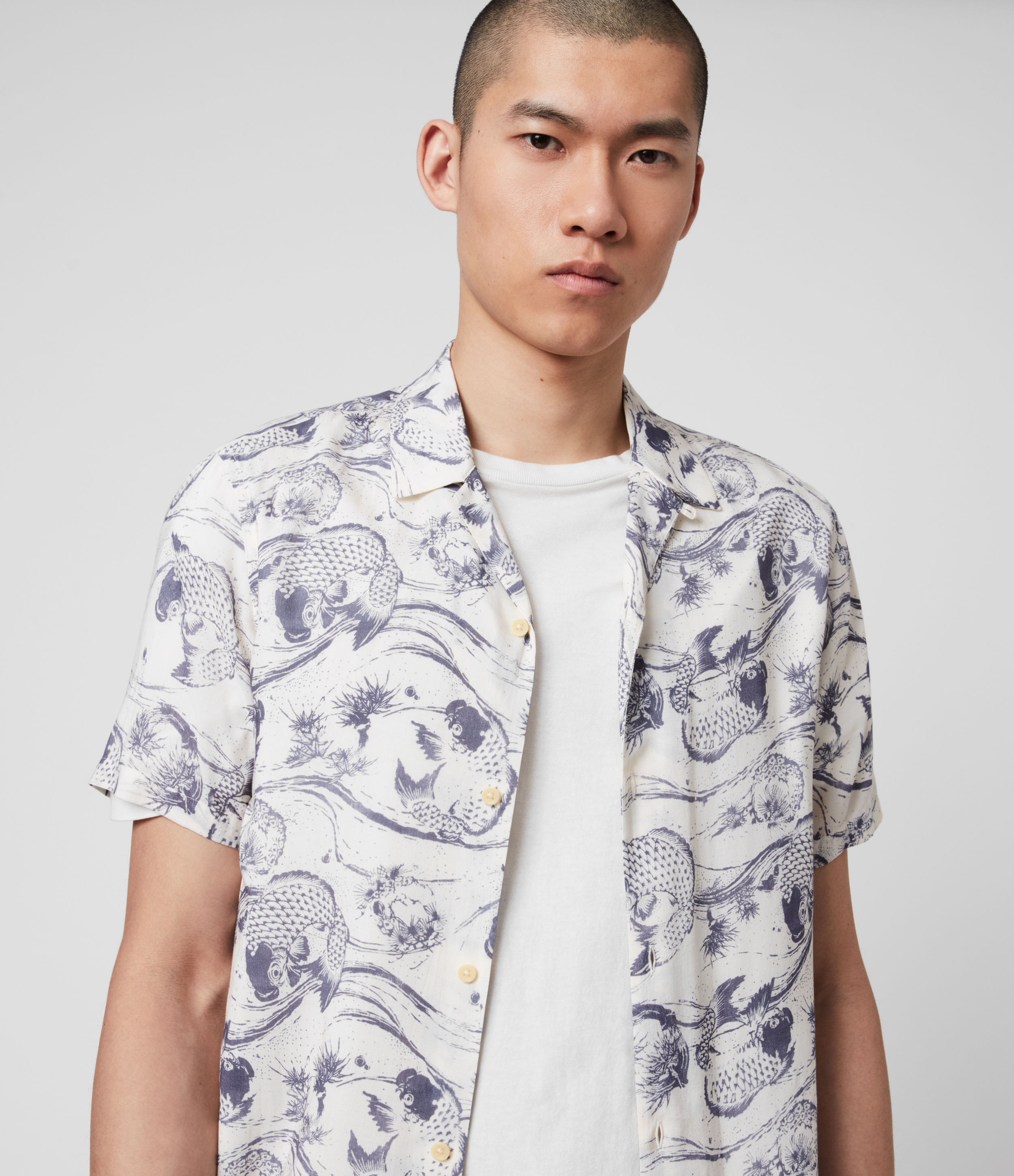 AllSaints Men's Japanese print Lightweight Koi Shirt, White and Grey, Size: M
