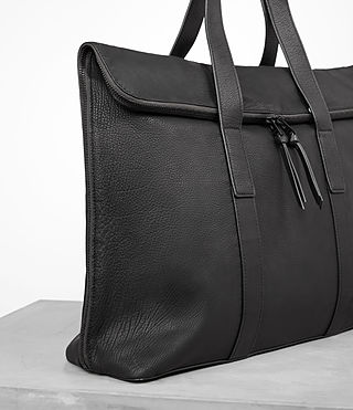 Hombre Toguri Leather Holdall (Black) - product_image_alt_text_2