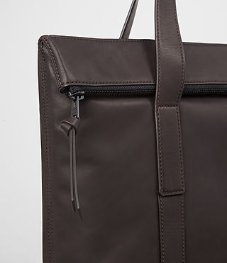 Mens Komaba Leather Tote Bag (Bitter Choc) - product_image_alt_text_2