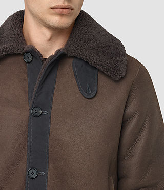 Uomo Dachi Shearling Coat (Bitter Brown) - product_image_alt_text_3