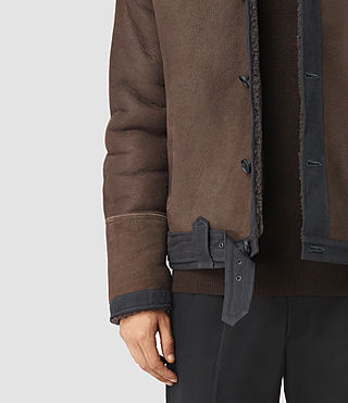 Uomo Dachi Shearling Coat (Bitter Brown) - product_image_alt_text_5
