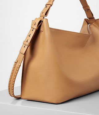 Women's Kita East West Tote (LIGHT CARAMEL) - product_image_alt_text_3