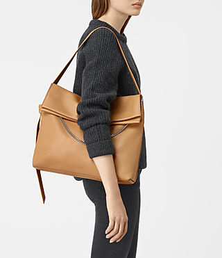 Mujer Lafayette Large Shoulder Bag (LIGHT CARAMEL) - product_image_alt_text_2