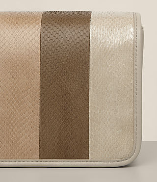 Donne Bansho Snake Shoulder Bag (BEIGE/STONE WHITE) - product_image_alt_text_2