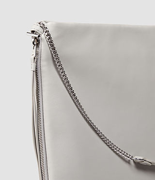 Mujer Fleur De Lis Chain Shoulder Hobo (Light Grey) - product_image_alt_text_5