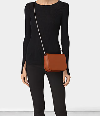 Mujer Arc Crossbody (SIENNA BROWN) - product_image_alt_text_2