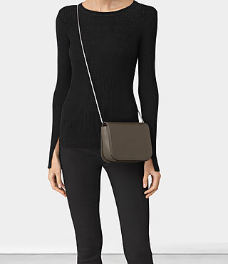 Mujer Arc Small Crossbody (MINK GREY) - product_image_alt_text_6