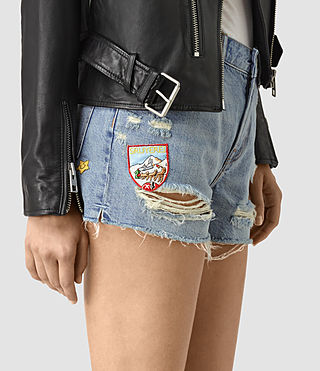 Mujer Kate Distressed Shorts (LIGHT INDIGO BLUE) - product_image_alt_text_2