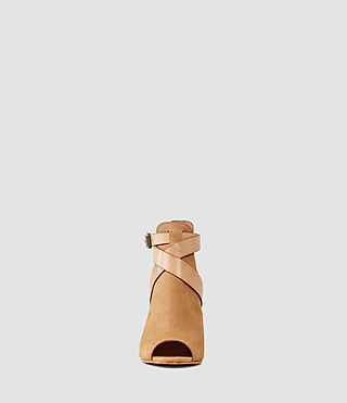 Mujer Benny Heel Sandal (Tan) - product_image_alt_text_2