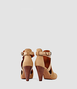 Mujer Benny Heel Sandal (Tan) - product_image_alt_text_3