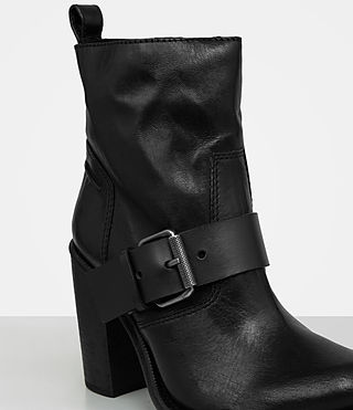 Damen Zadie Heeled Shearling Boot (Black) - product_image_alt_text_2