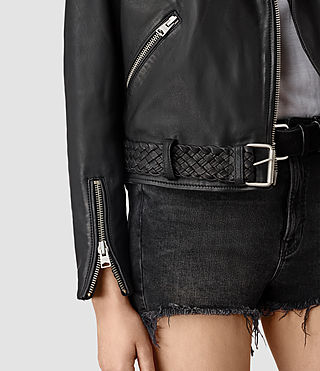 Mujer Braided Wyatt Biker Jacket (Black) - product_image_alt_text_2