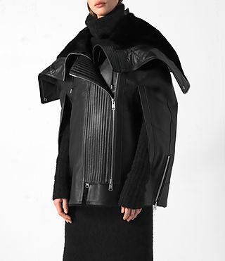 Mujer Comet Leather Cape (Black) - product_image_alt_text_2