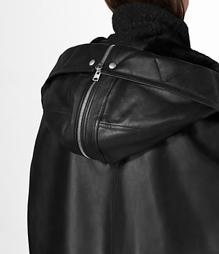 Mujer Comet Leather Cape (Black) - product_image_alt_text_5