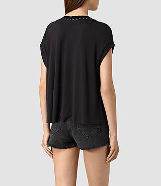 Mujer Aria Crop Tee (Black) - product_image_alt_text_4