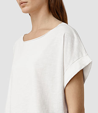 Mujer Tyler Cropped Tee (Chalk White) - product_image_alt_text_2