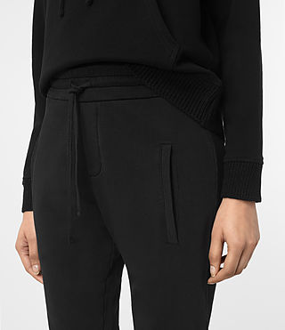 Mujer Urban Jogging Pants (Jet Black) - product_image_alt_text_2