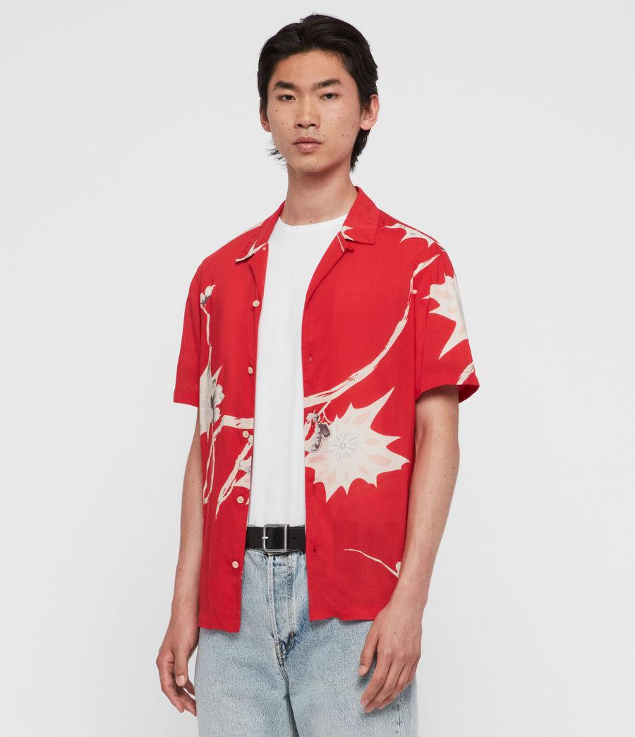 Hombres Camisa de Manga Corta Mokapu (tsuru_red) - Image 1