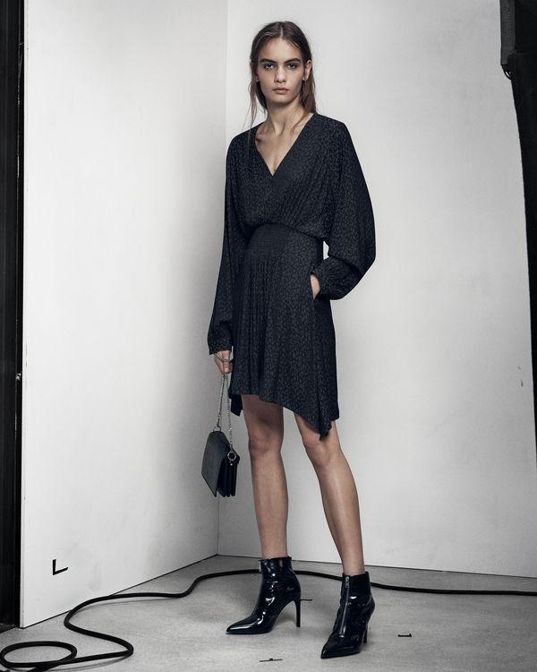 Top ALLSAINTS IT: Iconiche giacche in pelle, vestiti e accessori. YF04