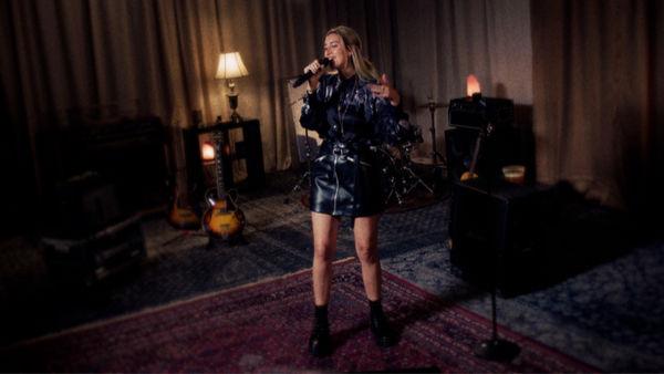 Julia Wolf performing.