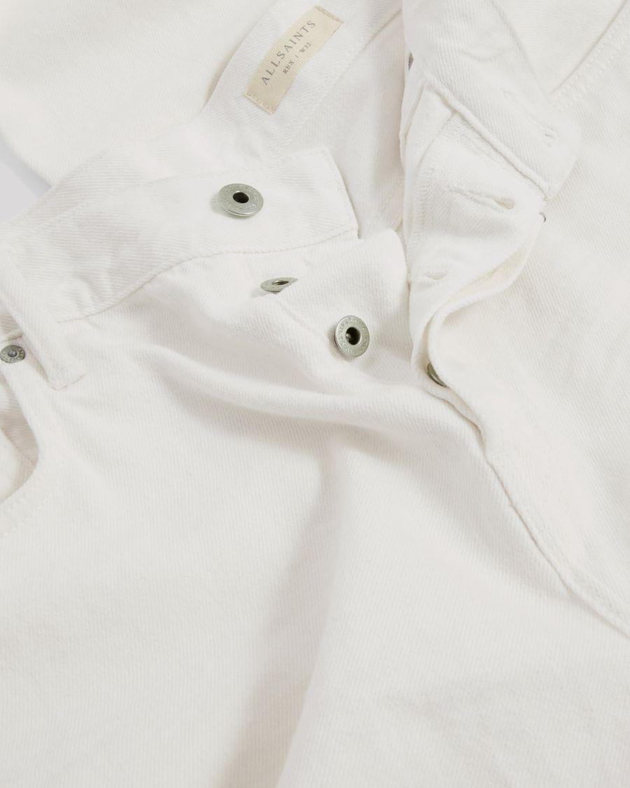 Nahaufnahme unserer weißen Rex Slim Jeans.