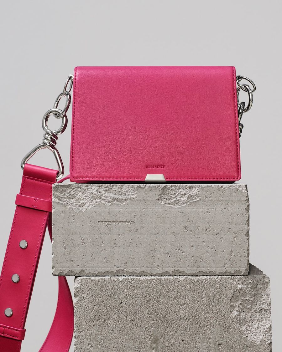 Image of our fuchsia pink Captain shoulder bag.
